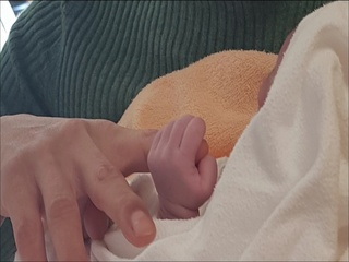 '꽉 잡은 이 손 (This small hand)' - JYP's present to his new born girl