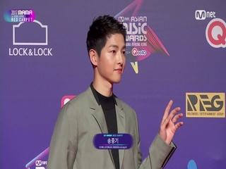 [2017 MAMA in Hong Kong] Red Carpet with Lee Young Ae(이영애) & Song Joong Ki(송중기)_2017마마