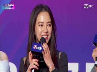 [2017 MAMA in Hong Kong] Red Carpet with Song Ji Hyo(송지효) & Kim Jae Uck(김재욱) & Cho Bo Ah(조보아)_2017마마