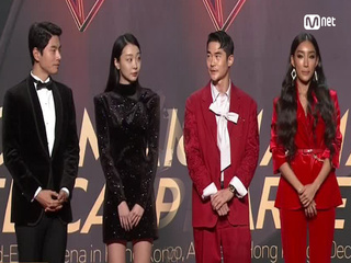 Red Carpet with Lee Yi Kyung(이이경) & Kim Da Mi(김다미) & Bae Jung Nam(배정남) & Moon Ga Bi(문가비)│2018 MAMA in HONG KONG