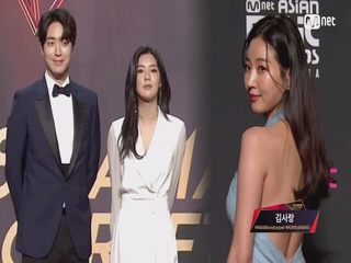 Red Carpet with Lee Jun Hyuk(이준혁) & Lee Seon Bin(이선빈) & Kim Sa Rang(김사랑)│2018 MAMA in HONG KONG