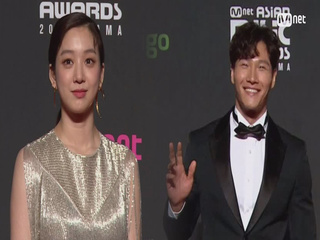 Red Carpet with Jung Ryeo Won(정려원) & Kim Jong Kook(김종국)│2018 MAMA in HONG KONG