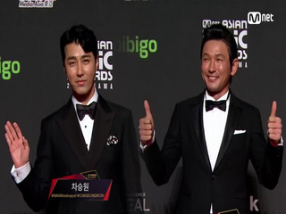Red Carpet with Cha Seung Won(차승원) & Hwang Jung Min(황정민)│2018 MAMA in HONG KONG
