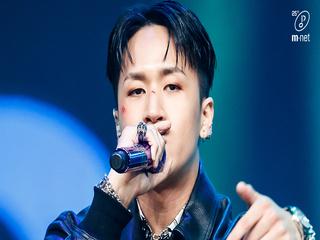 '최초 공개' 황금빛 스웩 '라비(RAVI)'의 'ROCKSTAR' 무대