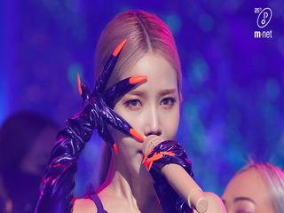 '최초 공개' 솔라크러시 ′솔라(마마무)'의 ′뱉어(Spit it out)′ 무대