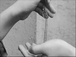사랑하는 사람들에게 가장 상처 주는 키를 우리는 모두 가지고 있어