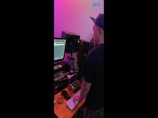 러브엑스테레오 (Love X Stereo) - [Xennials] 악기 'JUNO 60' 리프 녹음 영상