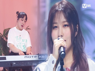 'STUDIO M' 디스코팝 서머송♬ '권진아'의 'KNOCK (With 박문치)' 무대