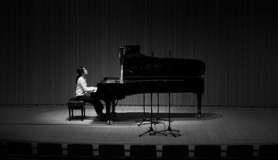 피아니스트 송영주, 피아노 솔로에 담아낸 그녀의 진솔한 자화상