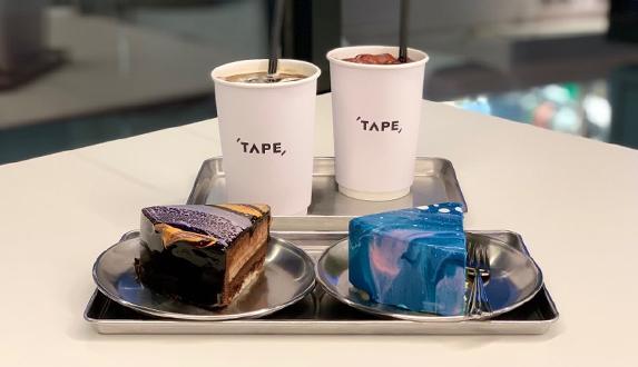 우주를 닮은 영롱한 케이크와 힙한 음악이 함께 하는 곳, CAFÉ TAPE