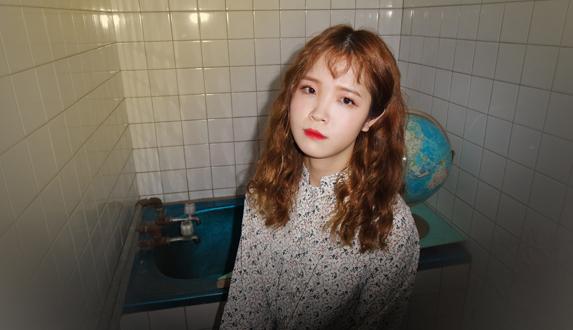 모트, 싱글 [Roomie] 발매 기념 인터뷰 & 스페셜 라이브 공개
