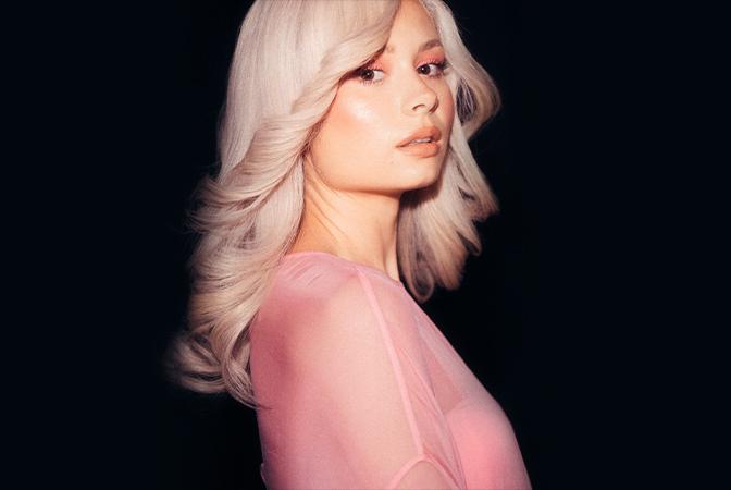 빈티지하면서도 현대적인 아름다움 'Nina Nesbitt'